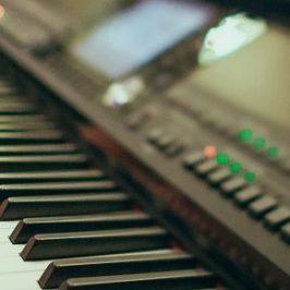 Cursus keyboard spelen volgen zo voorkom je dat je tijd for Strumento online gratuito piano piano