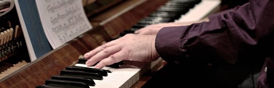 handen op klavier