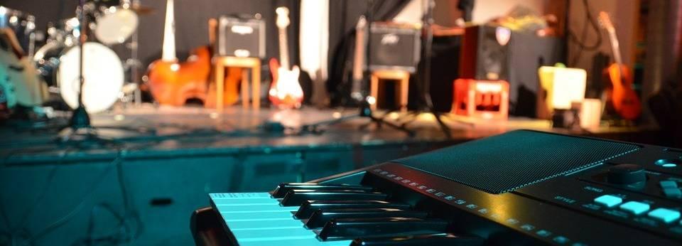 speakers piano
