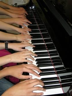 veel handen piano