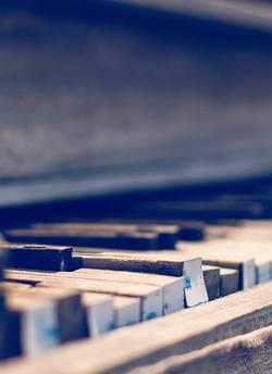 Verweerde piano toetsen