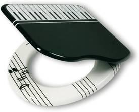 Een wc-bril met als thema piano spelen